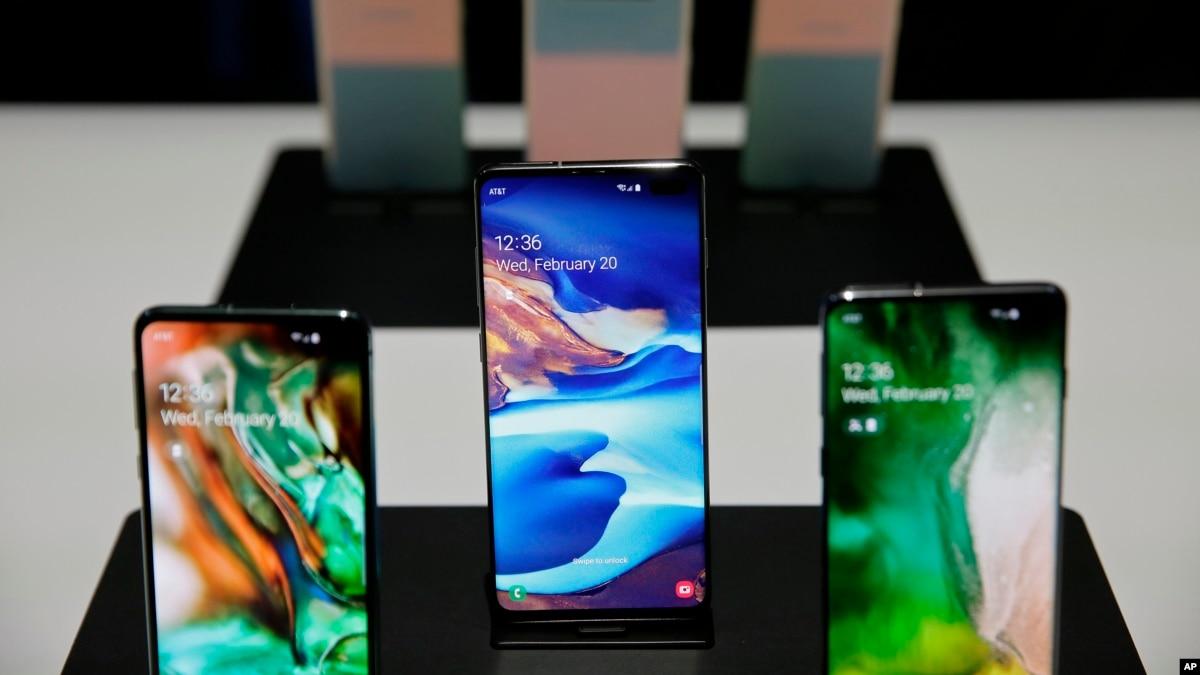 Samsung's Folding Phone Aims to Rejuvenate Smartphone Market