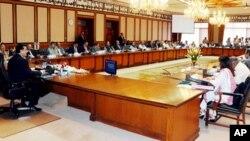 وزیراعظم گیلانی کابینہ کے اجلاس کی صدارت کررہے ہیں