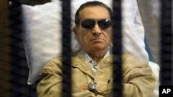 지난해 6월 재판에 출석한 호스니 무바라크 전 이집트 대통령의 모습.