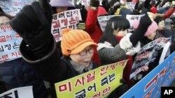 13일 한국 서울에서 북한의 장거리 로켓 발사를 규탄하는 시위.