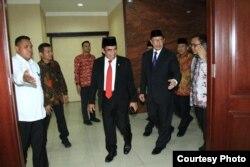 Fachrul Razi disambut Lukman Hakim Saefuddin dalam serah terima jabatan Kemenag di Jakarta. (Foto: Humas Kemenag)