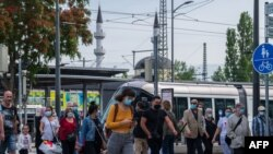 French passengers step out of the tram at a station in Kehl, on June 15, 2020, on the reopening day of the borders between France and Germany, closed as part of measures taken to stop the spread of the COVID-19 pandemic caused by the novel coronavirus. (P