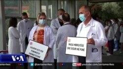 Tiranë: Protestë e mjekëve për kushte më të mira pune në valën e pandemisë