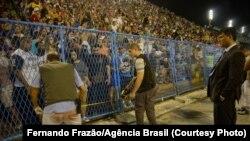 Rio de Janeiro - Delegado e peritos investigam local do acidente com carro alegórico da escola de samba Paraíso do Tuiuti, no Sambódromo (Fernando Frazão/Agência Brasil)