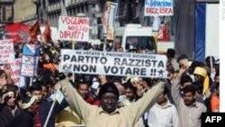 İtalya'da Göçmenler Ayağa Kalktı