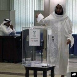 A man casts his ballot at a polling station at Prince Salman center in Riyadh September 29, 2011
