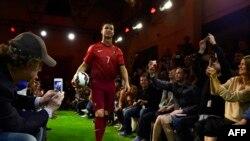 Bintang tim Portugal Cristiano Ronaldo dalam sebuah acara di Madrid. (Foto: Dok)