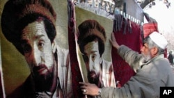 An Afghan man sells carpets with the picture of assassinated Northern Alliance leader Ahmad Shah Massoud on them in a Kabul market on January 24, 2002. (file photo)