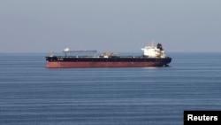Arhiva - Tanker prolazi kroz Hormoški moreuz, 21. decembra 2018.