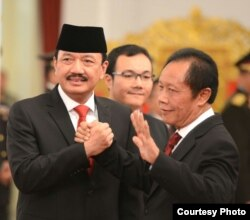 Kepala Badan Intelijen Negara (BIN) Jenderal Budi Gunawan (kiri) bersama pendahulunya Sutiyoso di Istana Negara (9/9). (Biro Pers Kepresidenan)