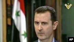 Presiden Suriah Bashar al- Assad dalam sebuah wawancara yang disiarkan TV Al-Manar (30/5).