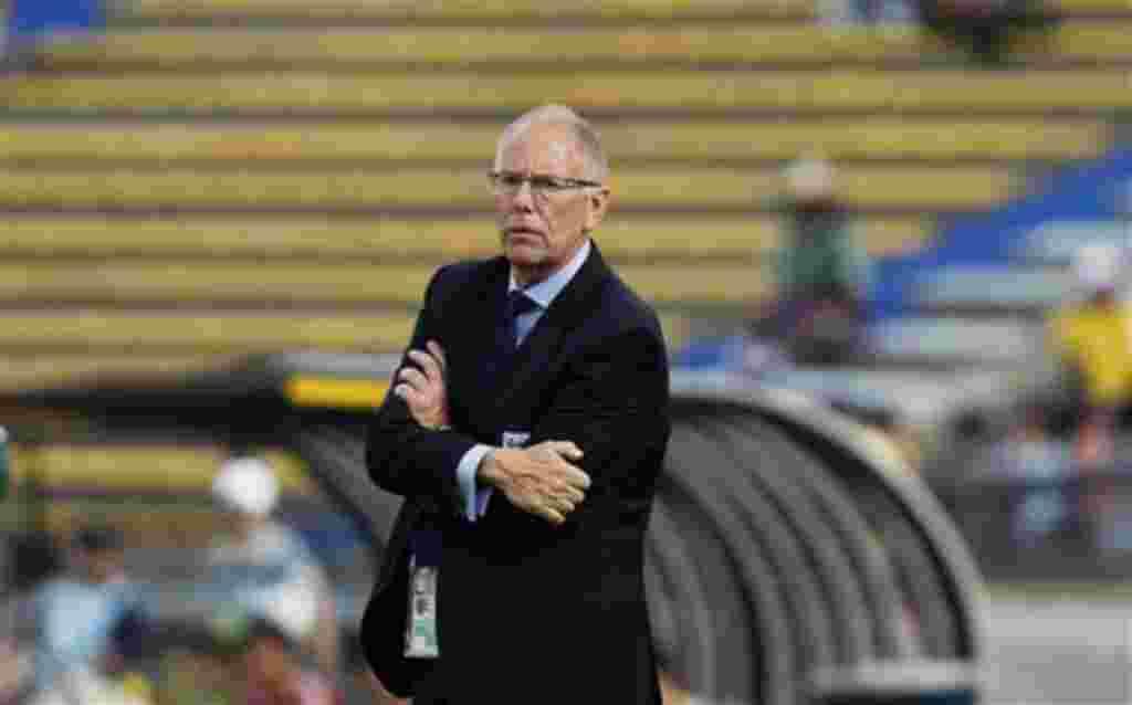 El entrenador de Inglaterra Brian Eastick durante un encuentro contra Corea del Norte en Medellín, Colombia.