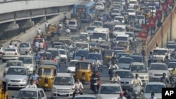 Vehicles move slowly during morning rush hour in the southern Indian city of Hyderabad (FILE).