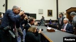 លោក Jeff Sessions រដ្ឋមន្ត្រីក្រសួងយុត្តិធម៌អាមេរិកអញ្ជើញផ្តល់សក្ខីកម្មនៅក្នុងសវនាការគណៈកម្មាធិការយុត្តិធម៌របស់សភា នៅវិមានសភា Capitol Hill ក្នុងរដ្ឋធានីវ៉ាស៊ីនតោន កាលពីថ្ងៃទី១៤ ខែវិច្ឆិកា ឆ្នាំ២០១៧។