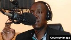 Jounalis Néhémie Joseph, korespondan Radyo Méga ak prezantatè Emisyon Tambour Vérité sou Radyo Panic, mouri asasine devan lakay li nan Mibalè 10 oktòb 2019.
