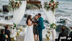 امریکہ میں وبا کے بعد شادی کی تقریبات میں اضافہ۔ فوٹو بشکریہ ویلوریا پروڈکشنز بذریعہ اے پی