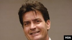 El actor Charlie Sheen es reconocido por su participación en diferentes películas y series de televisión, en especial 'Two and a Half Men'.