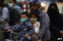 Djeca nose maske u Jakarti, Indonezija, maj 2020.