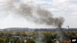 Дим над житловим районом Донецька після обстрілу проросійськими бойовиками