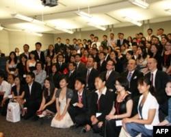 参加研讨会150位中国留学生合影