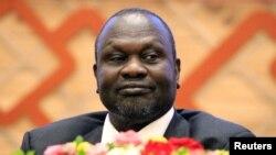 Riek Machar assiste à la signature d'un accord de paix avec le gouvernement du Sud-Soudan à Khartoum, au Soudan, le 27 juin 2018