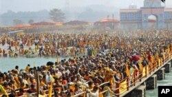 ادامه مراسم سالانه مذهبی در هند