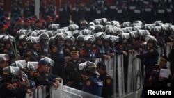 Cảnh sát liên bang trước tòa nhà Quốc hội ở Mexico City, ngày 31/8/2013.