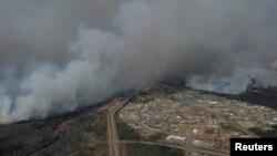 آتش در نزدیکی شهر فورت مک کوری کانادا