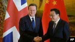 Thủ tướng Anh David Cameron (trái) và Thủ tướng Trung Quốc Lý Khắc Cường, tại Đại lễ đường Nhân dân, ở Bắc Kinh, 2/12/13