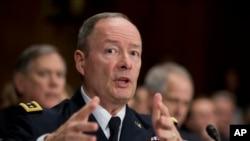 Direktur National Security Agency (NSA) Jend. Keith Alexander bersaksi di Capitol Hill di Washington 11 Desember 2013.
