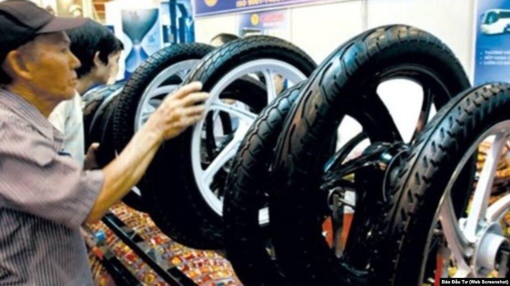 Mỹ nhập khẩu lốp xe từ Việt Nam trị giá khoảng 500 triệu USD vào năm ngoái. Bộ Thương mại Mỹ vừa mở cuộc điều tra chống bán phá giá đối với lốp xe nhập từ Việt Nam và 1 số quốc gia khác của châu Á. (Ảnh chụp màn hình Báo Đầu Tư)
