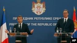 امانوئل ماکرون در جریان کنفرانس مطبوعاتی مشترک روز دوشنبه با رئیس جمهوری صربستان