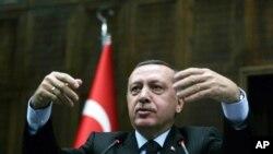 İslam təmayüllü Türkiyə prezidenti Rəcəb Tayyib Ərdoğan ölkədə ksenofobiyasının artmasında məsul bilinir.