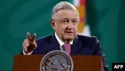 資料照片:墨西哥總統奧夫拉多爾在例行記者會上(2021年2月8日)