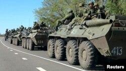 지난달 러시아의 우크라이나 접경도시 벨고로드 외곽에서 러시아 장갑차 부대가 이동 중이다. (자료사진)
