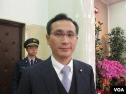 民進黨立委鄭運鵬(美國之音張永泰拍攝)