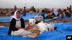 Những người thiểu số Yazidi tại một trại tị nạn ở Derike, Syria.