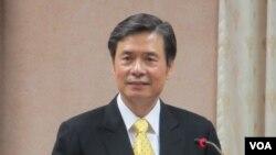 台湾驻美代表金溥聪在立法院接受质询(美国之音张永泰拍摄)