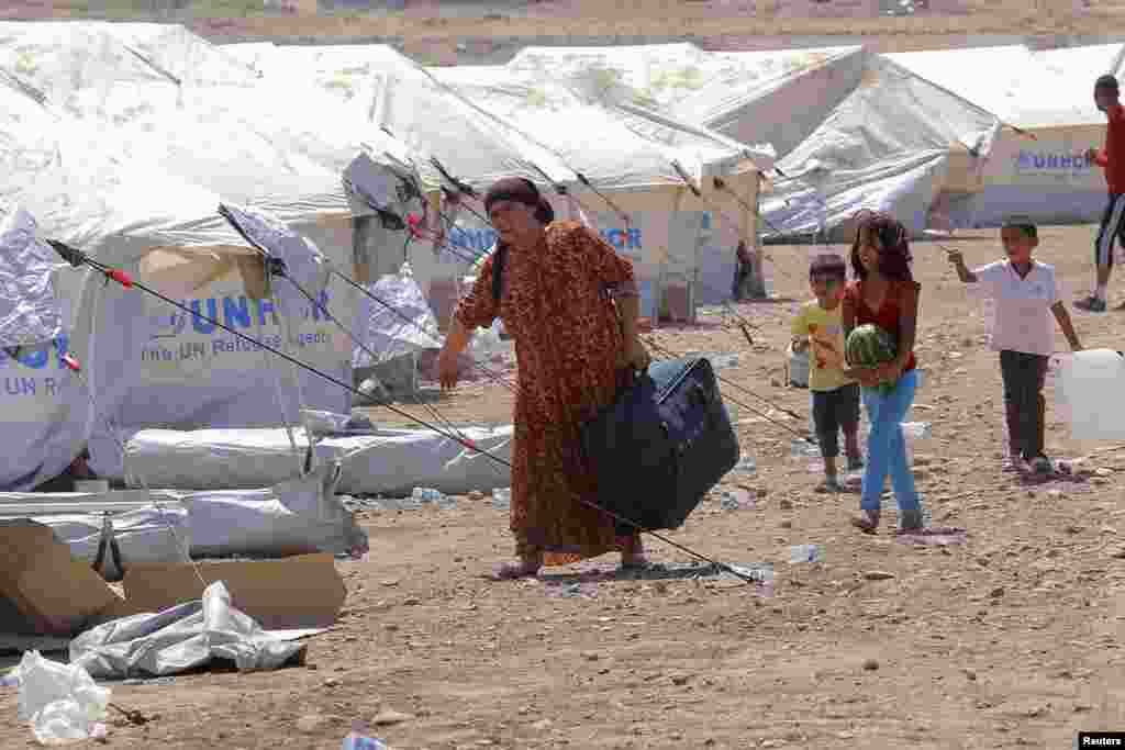 Syrian refugees who fled violence in Syria, are seen at a refugee camp in Arbil, about 350 km (220 miles) north of Baghdad August 16, 2013. Thousands of Syrian refugees poured into the Kurdistan region of northern Iraq on Thursday, taking advantage of a n