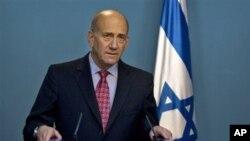 ພາບບັນທຶກ ໃນວັນທີ່ 17 ເດືອນມີນາ 17, 2009 ເວລານີ້ ທ່ານ Ehud Olmert ເປັນນາຍົກລັດຖະມົນຕີ ອິສຣາແອລ ກໍາລັງຖະການ ຕໍ່ບັນດານັກຂ່າວ.