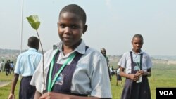 Ugandan schoolchildren end the International Children's Climate Change Conference by planting seedlings, Kampala, Uganda, July 12, 2014. (Hilary Heuler / VOA News)