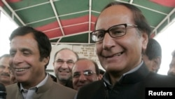 چوہدری شجاعت حسین اور پرویز الہی مسلم لیگ (ق) کے مرکزی قائدین ہیں — فائل فوٹو