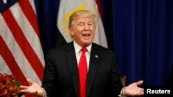 Presiden Donald Trump berbicara dalam sebuah pertemuan dengan Presiden Mesir Abdel Fattah al-Sisi di sela-sela Sidang Umum PBB di New York. Amerika mengumumkan pemberlakuan sanksi ekonomi baru kepada Korea Utara