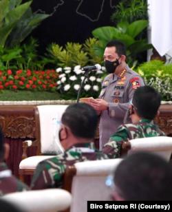 Kapolri Jendral Pol Listyo Sigit Prabowo dalam Rapim TNI/Polri 2021 mengatakan akan lebih selektif dalam menangani perkara yang terkait UU ITE (Foto: Courtesy/Biro Setpres)