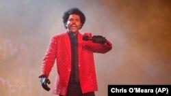 Performance de The Weeknd no show de intervalo do Super Bowl, a final do campeonato de futebol americano