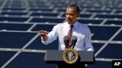 El presidente Barack Obama habla sobre energía en las instalaciones de la planta solar Sempra's Copper Mountain, en Boulder City, Nevada.