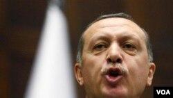PM Recep Tayyip Erdogan menyatakan kemarahan atas keputusan parlemen Perancis menyetujui RUU genosida Armenia (23/12).