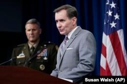 """五角大樓發言人約翰·科比與美軍聯合參謀部的威廉·""""漢克""""·泰勒少將在五角大樓的記者會上談阿富汗局勢。(2021年8月28日)势。(2021年8月28日)"""