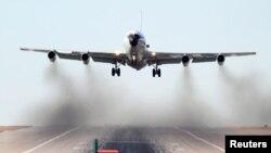 미국 공군 소속 WC-135W '콘스턴트 피닉스' 기가 지난 2009년 2월 네브라스카주 오펏 공군기지에서 이륙하고 있다. WC-135W는 대기 물질을 채집해 핵폭발 여부를 탐지할 수 있다. (자료사진)