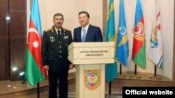 Azərbaycanın müdafiə naziri Zakir Həsənov və Qazaxıstanın müdafiə naziri Serik Axmetov